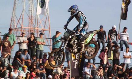 Scott Simon venceu o Paranaense de Motocross na MX1 e MX2