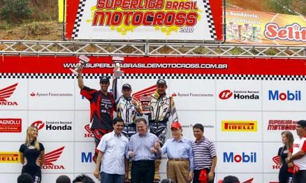 Davis Guimarães subiu no lugar mais alto do pódio da MX3