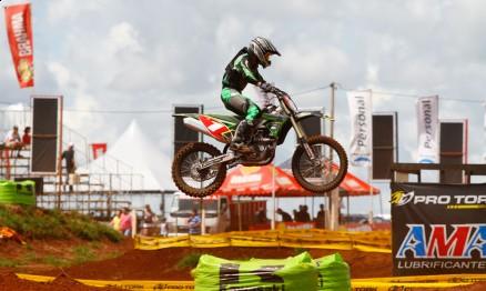 Adrián Cantero é líder da MX1 no Paraguaio de Motocross