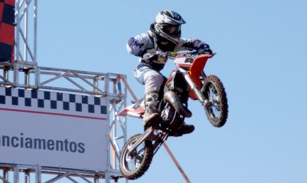 Vitor Almeida teve bom resultado no Arenacross