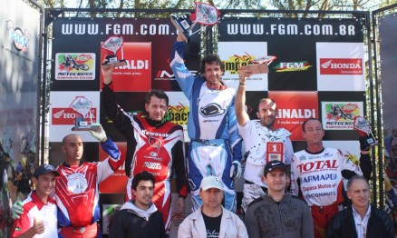 Pódio da categoria MX3 vencida por Marcelo Agostini