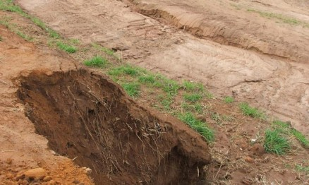 Chuva causou estrago na pista do Bosque em Cacoal