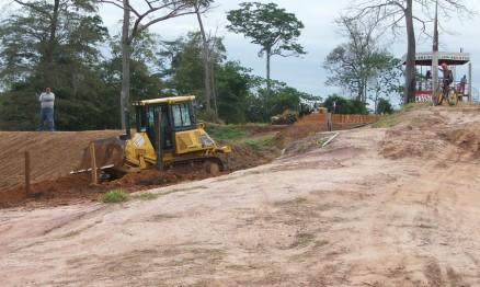 Máquinas trabalharam intensamente na pista de Cacoal