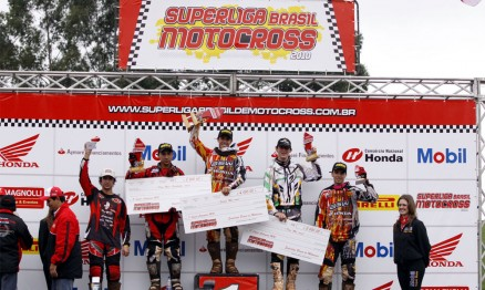 Pódio da categoria MX1 da Superliga de MX em Chapecó