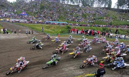 Uma das largadas da MX2 no GP da Suécia 2010