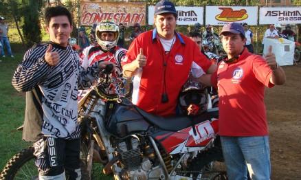 Wyllyn com o pessoal da sua equipe no Velocross