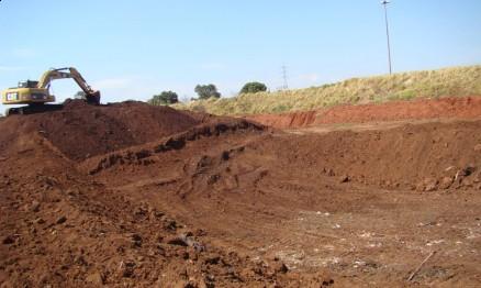 Terreno onde a pista está sendo construída é plano