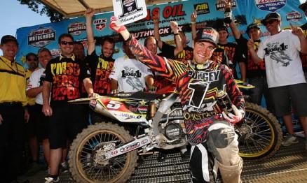 Dungey comemorou com sua equipe mais um título de campeão