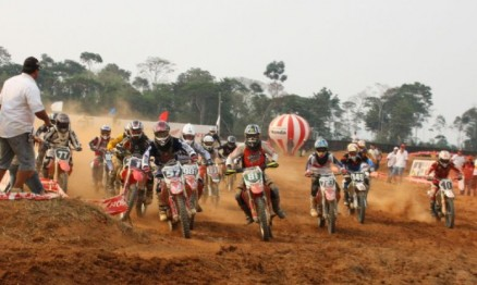 Largada das categorias MX2 e MX3 que correram juntas
