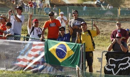 Fãs brasileiros torceram juntos com Ratinho em Lakewood