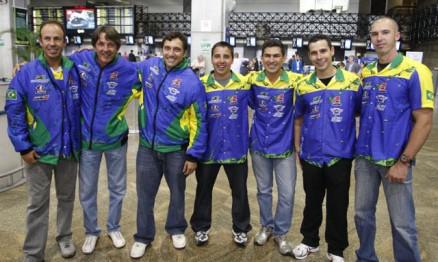 Momento do embarque da equipe em Guarulhos
