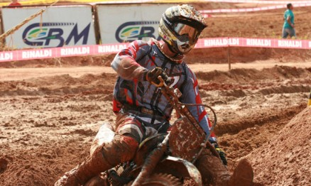 O americano Scott Simon foi o mais rápido na MX2