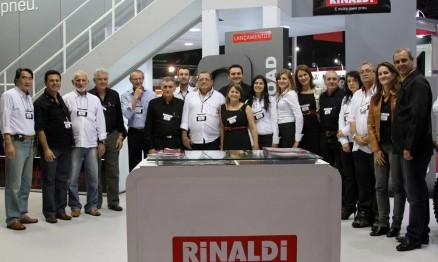 Equipe de vendas da Rinaldi comemorou o resultado do salão