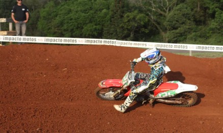 Moskito Focchesato subiu no pódio da categoria MX1