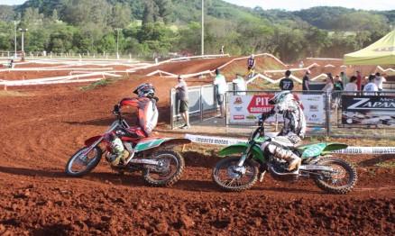 Pega entre Mateus Basso e Ariel Müller na MX1 em Marau