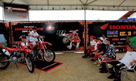 Swian passou técnicas para os pilotos sorteados na promoção