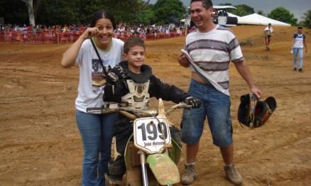 João Antônio comemorou com seus pais o título da 65