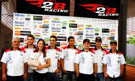 Membros da 2B Racing comemoraram resultados de 2010