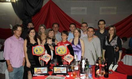 Equipe de Sananduva comemorando o prêmio do Gaúcho de MX