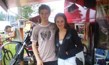 Mateus 'Tatu' e a sua namorada Janaína no box em Tapejara