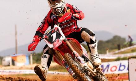 Swian em ação na Superliga de Motocross em Canelinha