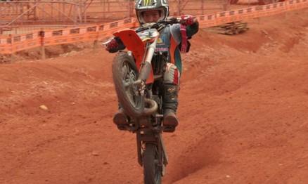 Bryan é o campeão do Catarinense de Motocross 2010 na 65
