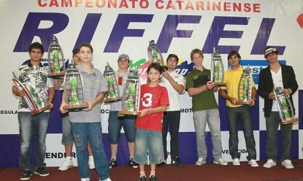 Imagem da premiação dos campeões de Motocross em 2010