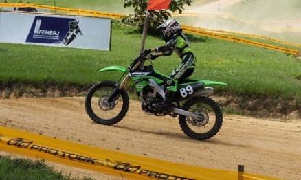Petrus vai competir com moto 250F na temporada 2011