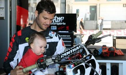 Chad Reed com seu filho Tate Brady que completará 1 ano em abril