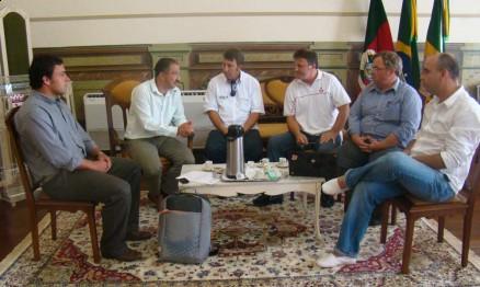 Reunião no gabinete do prefeito da cidade de Jaguarão