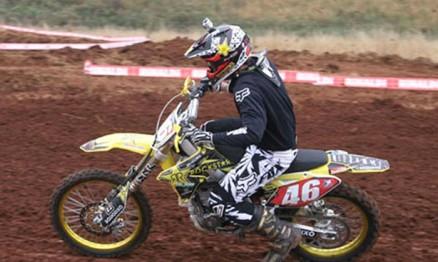 Em 2010 Vitor disputou os campeonatos com uma Suzuki RMZ 450