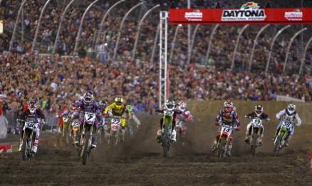 Stewart largou na frente na categoria Supercross em Daytona