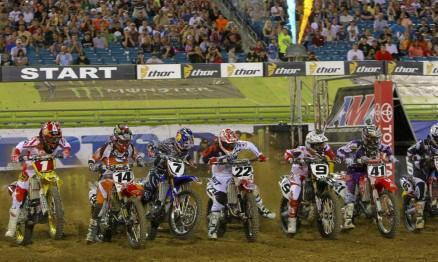 Largada do Main Event da categoria Supercross em Jacksonville