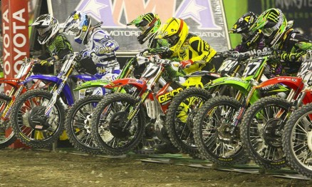 Largada do Main Event da categoria Supercross Lites em Toronto