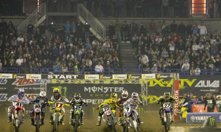 Largada do Main Event da categoria Supercross em Toronto