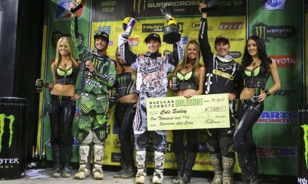 Broc Tickle, Cole Seely e Eli Tomac no pódio da SX Lites em Seattle