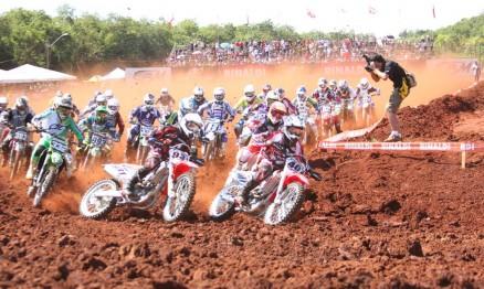 Zenni e Chatfield largaram na frente na MX2 em Foz do Iguaçu