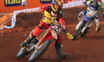 Rodrigo Rodrigues em ação na etapa da Superliga em Minas Gerais