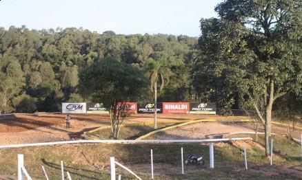 Serviço do Brasileiro de Motocross em Carlos Barbosa