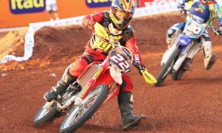 Rodrigo em ação na Superliga de Motocross 2011