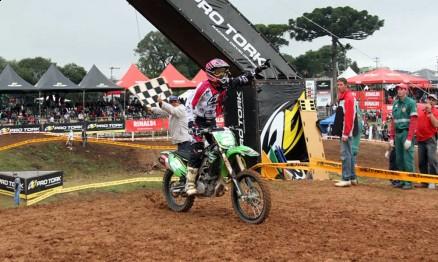 Chumbinho está invicto no Brasileiro de Motocross 2011 na MX4