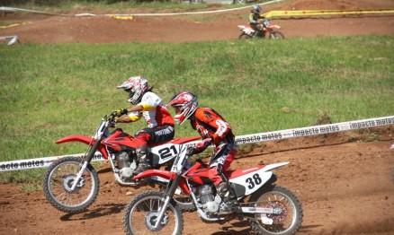Ratinho #21 e Fabiano dos Santos #38 são pilotos da categoria 230