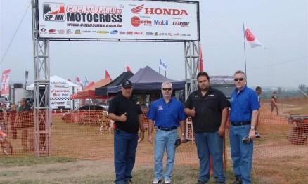 Júnior e Natan recepcionaram os representantes da VP Racing Fuels