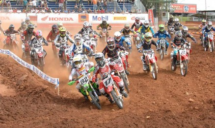 Largada da categoria MX Júnior da Superliga em Paulínia