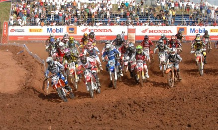 Largada da categoria MX2 da Superliga em Paulínia