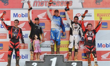 Pódio da categoria MX3 na Superliga de Motocross em Paulínia