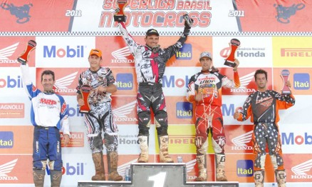 Pódio da categoria MX4 na Superliga de Motocross em Paulínia