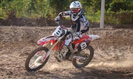 Rodrigo Selhorst treinou nesta quinta na pista de Pimenta Bueno