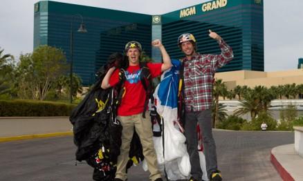 Pastrana saltou de paraquedas para promover show em Vegas