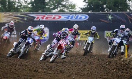 Largada da segunda bateria da categoria WMX em Red Bud